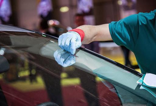 фото замена стекла на автомобиле